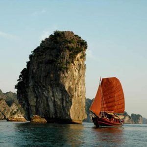 La baie d'Halong en jonque - Apogée Voyages