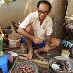 Cambodge kompong luong artisan orfevre - Apogée Voyages