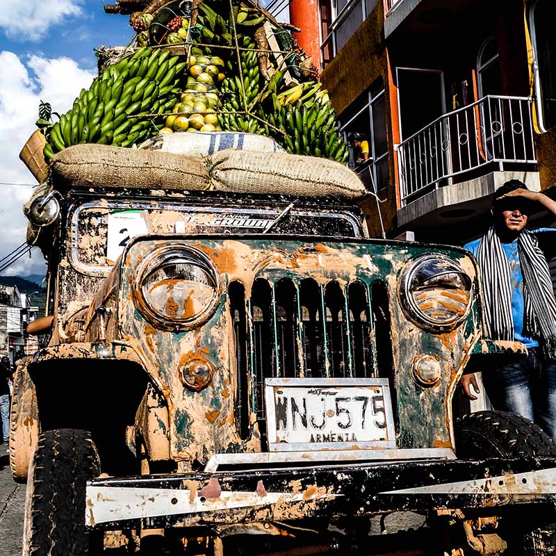 apogee voyages - colombia-yipao-parade jeep