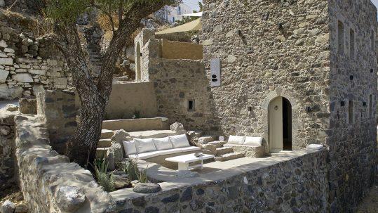 melanopetra-terrasse-nisyros-apogée-voyages